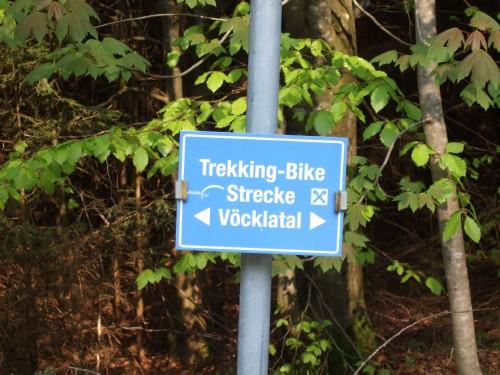 Foto: hofsab / Mountainbike Tour / Kobernaußerwaldrunde über Steiglberg (767 m) / Beschilderung der Trekking-Bikestrecke - parallel zur Fahrtrichtung! / 20.08.2009 12:47:10