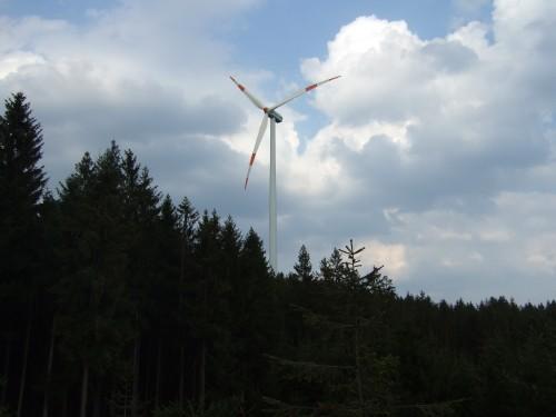 Foto: hofsab / Mountainbike Tour / Kobernaußerwaldrunde über Steiglberg (767 m) / 150 m hohes Windrad / 20.08.2009 12:48:29