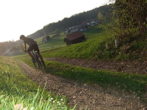 Foto: hofsab / Mountainbike Tour / Hausruckrunde über Göblberg (801 m) / Richtung Sieberer / 25.08.2009 12:35:37