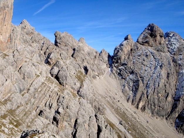Foto: Manfred Karl / Klettersteig Tour / Sepp Oberlechner Gedächtnisweg / Ein zackiger Grat, über den der Panoramaweg verläuft / 18.07.2009 14:45:56