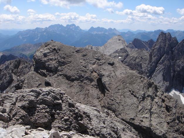 Foto: Manfred Karl / Klettersteig Tour / Sepp Oberlechner Gedächtnisweg / Blick über die Kleine Sandspitze zu den Karnischen Alpen / 18.07.2009 14:40:57