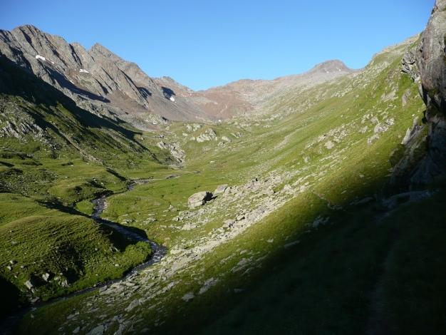 Foto: Manfred Karl / Wander Tour / Roteck – höchster Gipfel der Texelgruppe / Die runde Kuppe rechts hinten ist der Gipfel Auf dem Kreuz (siehe Alpintouren.com) / 31.08.2009 15:41:46