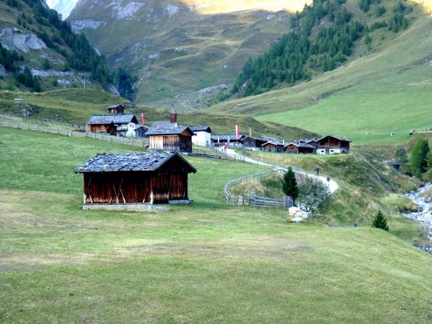 Foto: Manfred Karl / Wander Tour / Wilde Kreuzspitze – Highlight der Pfunderer Berge / Das Almdorf Fanealm / 31.08.2009 19:19:53