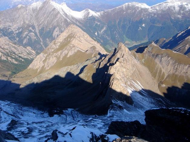 Foto: Manfred Karl / Wander Tour / Wilde Kreuzspitze – Highlight der Pfunderer Berge / Tiefblick ins Pfitscher Tal / 31.08.2009 19:08:35