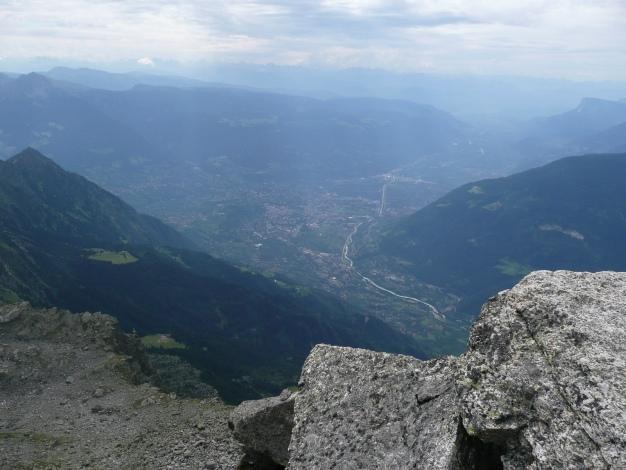 Foto: Manfred Karl / Wander Tour / Tschigat - markanter Gipfel über Meran / Blick nach Meran - 2700 m tiefer! / 31.08.2009 15:15:02