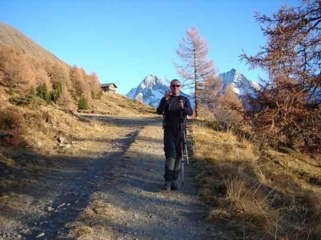 Foto: Manfred Karl / Wander Tour / Gratwanderung Böses Weibele – Tschadinhorn - Schönleitenspitze / Der Abstieg von der Lesachriegelhütte wird noch lang werden / 31.08.2009 20:05:48