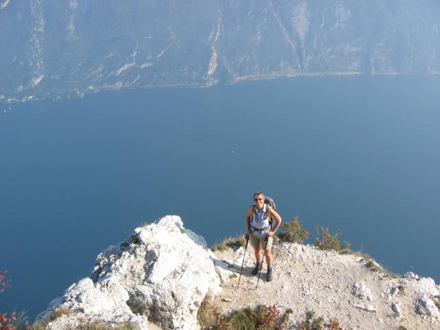 Foto: pepi4813 / Wander Tour / Aussichtsbalkon über dem Gardasee - Punta Larici / Auf der Punta Larici / 10.07.2009 09:11:51