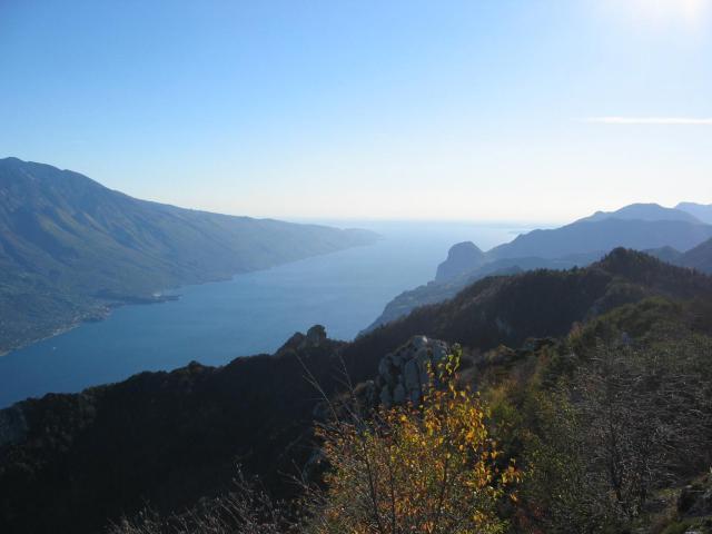 Foto: pepi4813 / Wander Tour / Gratwanderung über dem Gardasee bei Pregasina / Blick zum Gardasee / 10.07.2009 10:20:53