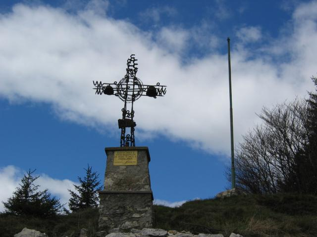 Foto: pepi4813 / Wander Tour / Monte Carone / Erinnerungskreuz Monte Carone / 10.07.2009 10:53:01