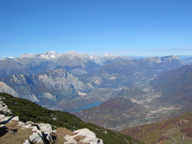 Foto: pepi4813 / Wander Tour / Panoramaplatz über Arco / Blick vom Monte Stivo zur Brenta / 10.07.2009 20:39:49