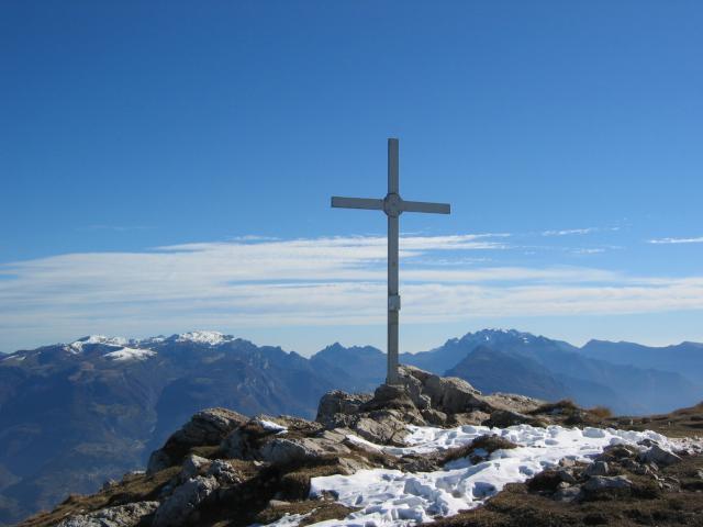 Foto: pepi4813 / Wander Tour / Panoramaplatz über Arco / Gipfelkreuz Monte Stivo / 10.07.2009 20:40:54