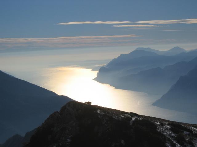 Foto: pepi4813 / Wander Tour / Panoramaplatz über Arco / Gardasee in Gold / 10.07.2009 20:40:34