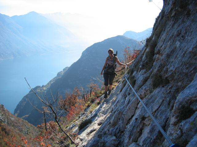 Foto: pepi4813 / Klettersteig Tour / Auf dem Sentiero Fausto Susatti zur Cima Capi / Querung am Foletti Klettersteig / 10.07.2009 21:35:28