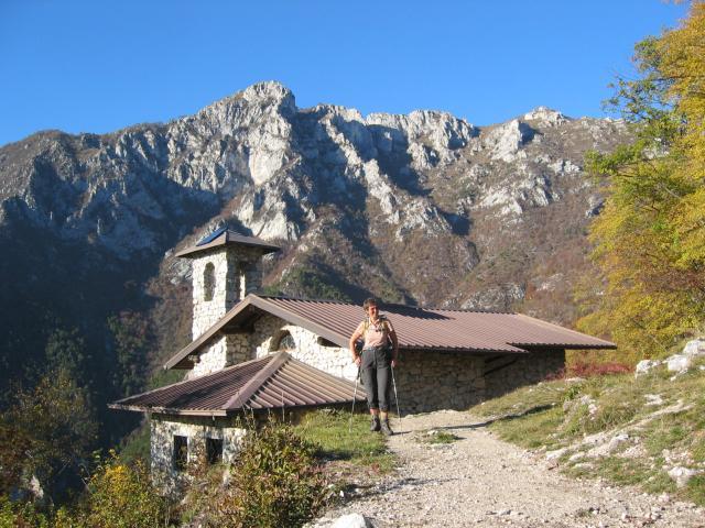 Foto: pepi4813 / Klettersteig Tour / Auf dem Sentiero Fausto Susatti zur Cima Capi / Kirchlein San Giovanni / 10.07.2009 21:34:48