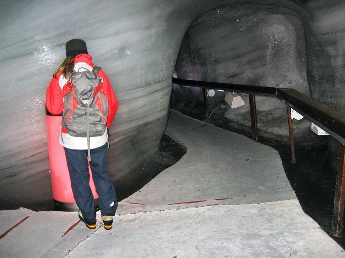 Foto: Andreas Koller / Wander Tour / Auf klassischer Route auf den Titlis (3239 m) / In der Eisgrotte am Titlis / 15.07.2009 19:40:59