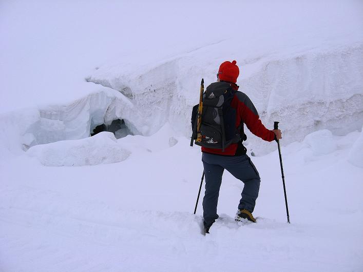Foto: Andreas Koller / Wander Tour / Auf klassischer Route auf den Titlis (3239 m) / Spalten am Titlisgletscher / 15.07.2009 19:35:15