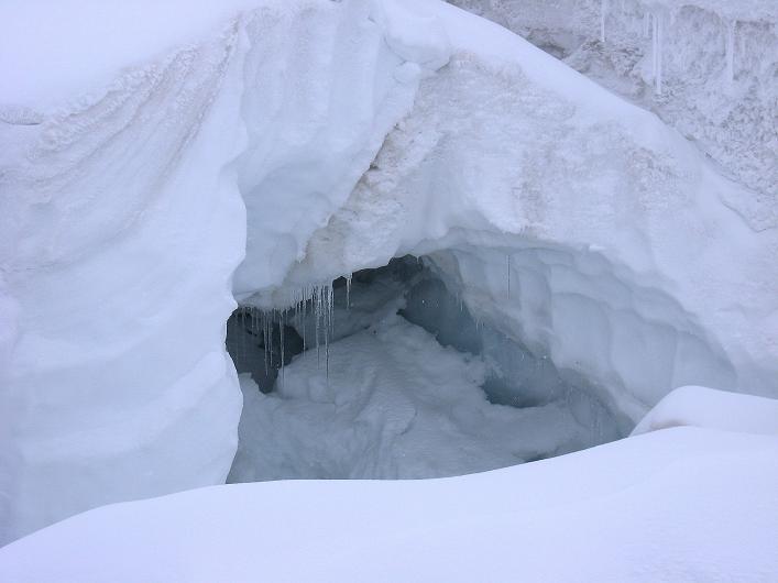 Foto: Andreas Koller / Wander Tour / Auf klassischer Route auf den Titlis (3239 m) / Gletscherspalten am Galtiberggletscher / 15.07.2009 19:33:14