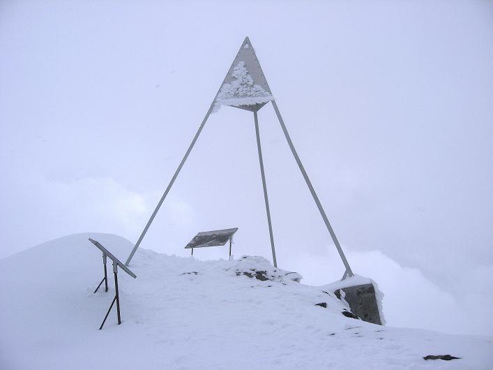 Foto: Andreas Koller / Wander Tour / Auf klassischer Route auf den Titlis (3239 m) / Am Titlis-Gipfel / 15.07.2009 19:30:00