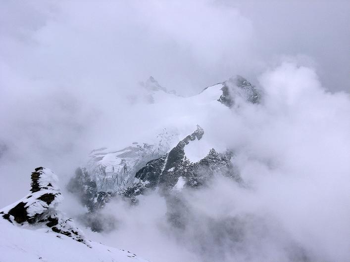 Foto: Andreas Koller / Wander Tour / Auf klassischer Route auf den Titlis (3239 m) / Blick zu den Spannorten (3198 m) / 15.07.2009 19:27:14
