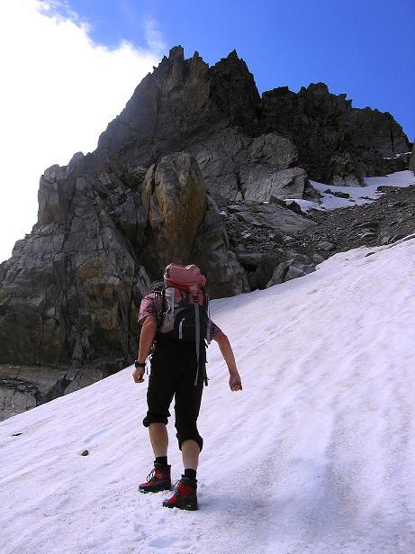 Foto: Andreas Koller / Kletter Tour / Überschreitung der Madatschtürme (2837m) / Mühsamer Zustieg über Schnee und losen Schutt / 16.07.2009 17:38:06
