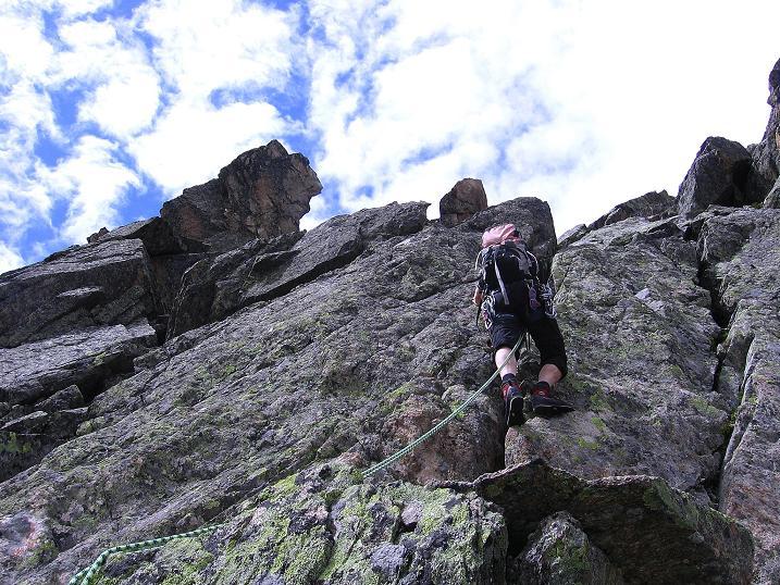 Foto: Andreas Koller / Kletter Tour / Überschreitung der Madatschtürme (2837m) / Die letzten Meter zum Mittleren Madatschturm (III) / 16.07.2009 17:29:46