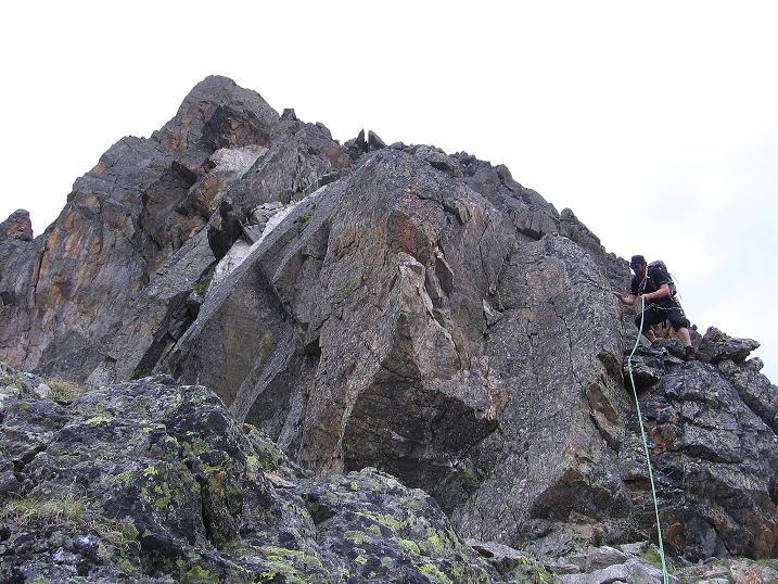 Foto: Andreas Koller / Kletter Tour / Überschreitung der Madatschtürme (2837m) / Am Grat hinunter vom Mittleren Madatschturm / 16.07.2009 17:26:34