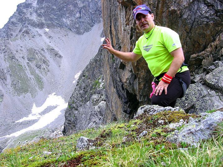 Foto: Andreas Koller / Kletter Tour / Überschreitung der Madatschtürme (2837m) / Nach der Überschreitung Rast in der Scharte / 16.07.2009 17:20:32