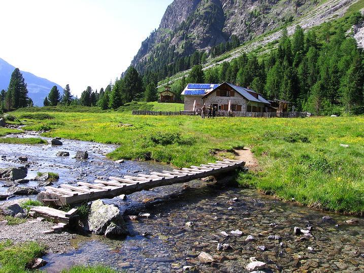 Foto: Andreas Koller / Kletter Tour / Überschreitung der Madatschtürme (2837m) / Die gemütliche Verpeilhütte / 16.07.2009 17:13:59