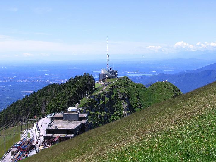 Foto: Andreas Koller / Klettersteig Tour / Via ferrata Angelino (1701 m) / Blick auf die Bergstation Generoso Vetta / 16.07.2009 23:27:55