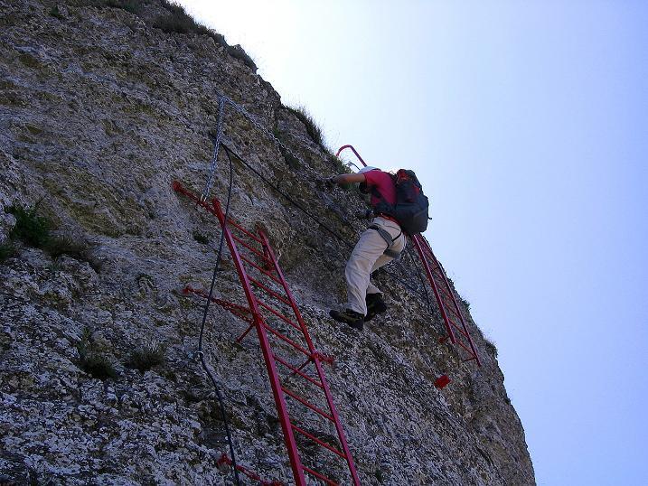 Foto: Andreas Koller / Klettersteig Tour / Via ferrata Angelino (1701 m) / Überhängende Querung nach dem exponierten Ausstieg aus der Leiter / 16.07.2009 23:19:38