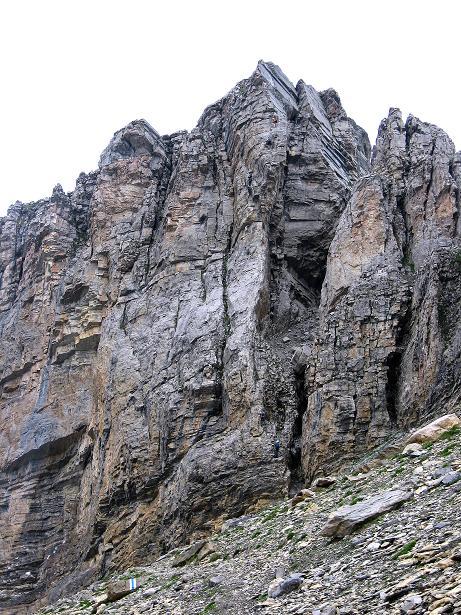 Foto: Andreas Koller / Klettersteig Tour / Klettersteig Graustock (2662 m) / In der Bildmitte der sehr ausgesetzte und überhängende Pfeiler (= Schlüsselstelle D) / 15.07.2009 23:51:13