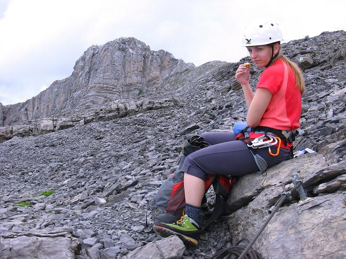 Foto: Andreas Koller / Klettersteig Tour / Klettersteig Graustock (2662 m) / Verdiente Rast nach dem sehr exponierten Pfeiler / 15.07.2009 23:47:25