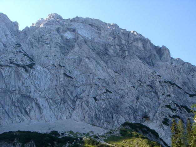 Foto: Manfred Karl / Kletter Tour / Scheffauer Nordwand Ostlerführe / Nordwand-Überblick, ganz oben die auffallende Ostlerplatte / 17.07.2009 18:31:12