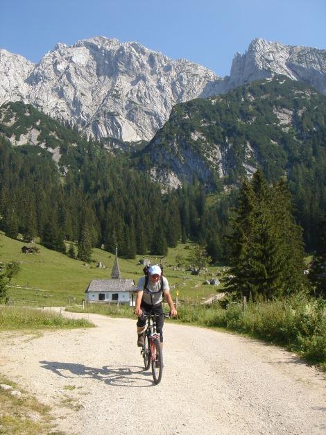 Foto: Manfred Karl / Kletter Tour / Scheffauer Nordwand Ostlerführe / Knieschonend / 17.07.2009 18:44:29