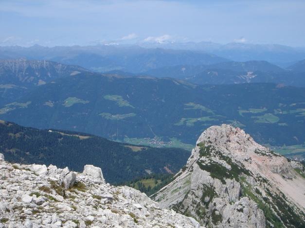 Foto: Manfred Karl / Kletter Tour / Trogkofel, Nordostkante / Blick nach Norden / 17.07.2009 23:05:20