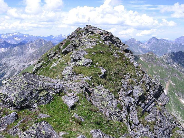 Foto: Andreas Koller / Wander Tour / Schöderkogel über S-Grat und NW-Grat (2500m) / Der S-Grat zum Gipfelkreuz / 18.07.2009 19:59:30