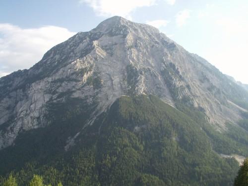 Foto: hofchri / Mountainbike Tour / Rund um den Hechlstein über Hochtor (1560 m) / Blick zum Grimming / 18.07.2009 17:08:45