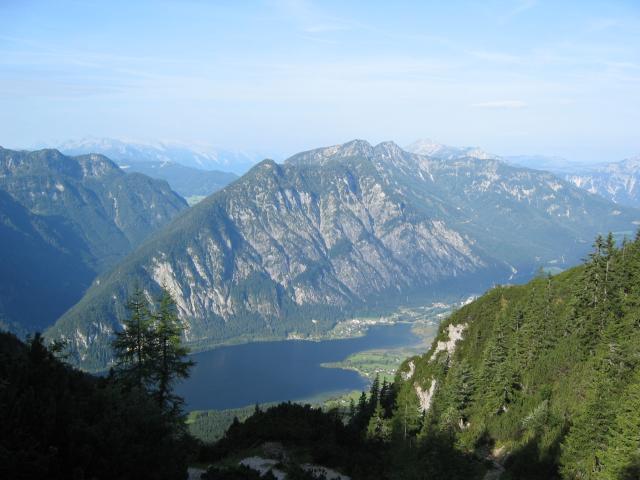 Foto: pepi4813 / Wander Tour / Über die Kalmberg Alm auf die Kalmberge / Blick von der Kalmbergscharte zum Hallstättersee / 18.07.2009 21:08:41