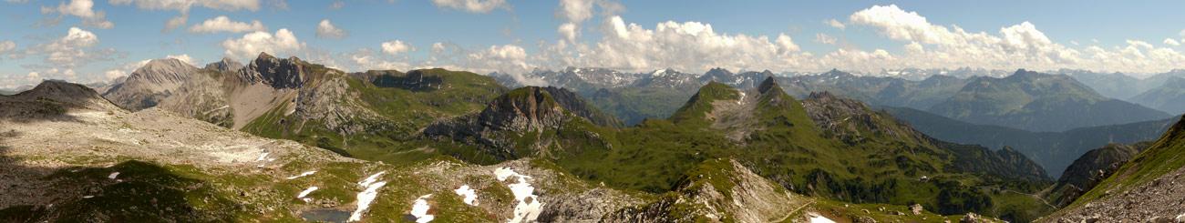 Foto: vince 51 / Wander Tour / von der Formarinalpe auf die Rote Wand / Süd-Panorama, aufgenommen beim Abstieg von unterhalb des Jochs zwischen Rothorn und Roter Wand / 18.07.2009 23:33:34
