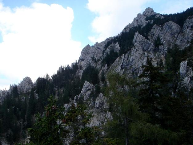 Foto: Manfred Karl / Kletter Tour / Über den Nordwestgrat auf den Kugelzipf / Der Grat am Horizont ist der Nordwestgrat, die einzelnen Türme werden umgangen. / 18.07.2009 23:52:17