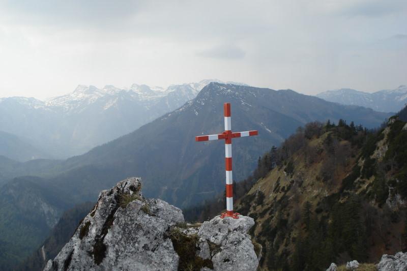 Foto: Günter Siegl / Wander Tour / Von der Gasslhöhle zum Gasslkogel / Gipfelaussicht Richtung Süden auf den Eidenberg mit dem Schönberg dahinter. / 24.04.2011 18:07:33