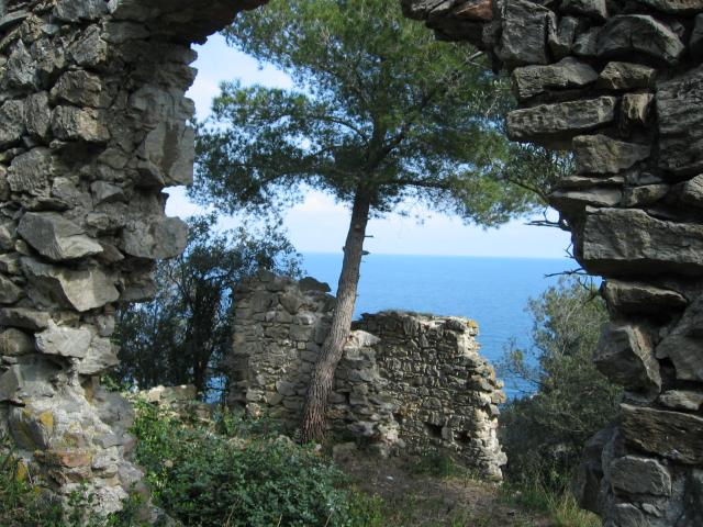 Foto: pepi4813 / Wander Tour / Küstenwanderung von Varigotti nach Noli / Ruine bei Noli / 19.07.2009 22:07:10