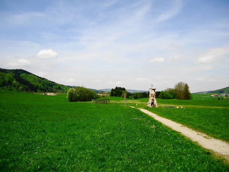 Foto: Günter Siegl / Wander Tour / Von Oberwang auf die Kulmspitze / Kunstpark / 03.05.2015 13:24:03