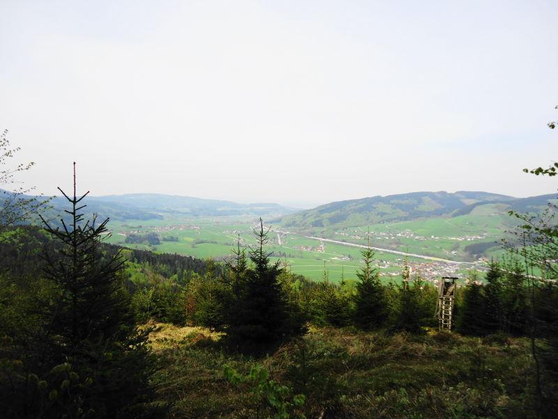 Foto: Günter Siegl / Wander Tour / Von Oberwang auf die Kulmspitze / Autobahn A1 im Tal / 03.05.2015 13:19:26