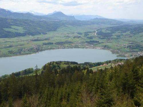 Foto: hanna84 / Wander Tour / Von Oberwang auf die Kulmspitze / Hinter dem Gaisberg schaut der Hohe Staufen hervor / 24.07.2009 20:27:01