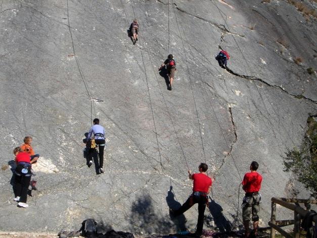 Foto: Manfred Karl / Kletter Tour / Familienklettern am Monte Baone / Hochbetrieb im rechten Sektor / 24.07.2009 23:40:57