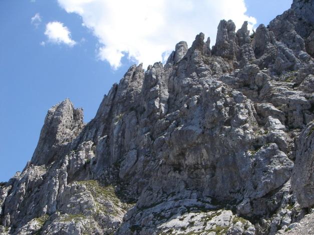 Foto: Manfred Karl / Kletter Tour / Brunnkogel Nordwestgrat / Links der Neunkirchner Turm, ein selten bestiegener Gipfel / 31.07.2009 20:07:44
