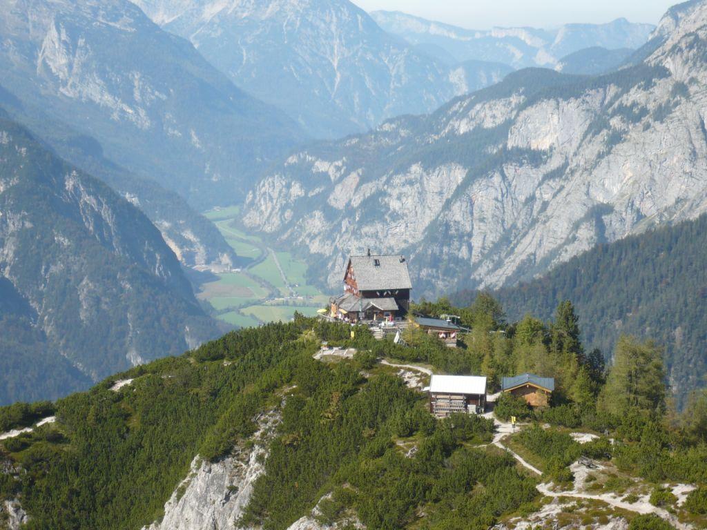 Foto: hwo1607 / Wander Tour / Persaifoissel, von Steinalm zur Peter Wiechenthaler Hütte / Blick auf die Hütte / 03.10.2011 08:24:51
