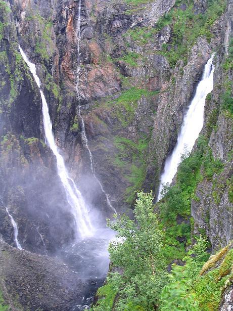 Foto: Andreas Koller / Wander Tour / Familienwanderung zum Voringfossen (ca. 300m) / Blick auf die Wasserfälle des Voringfossen (rechts der Hauptfall) / 05.08.2009 13:46:59
