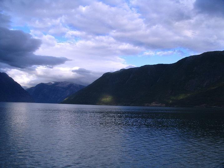 Foto: Andreas Koller / Wander Tour / Familienwanderung zum Voringfossen (ca. 300m) / Zurück am Eidfjord / 05.08.2009 13:45:23